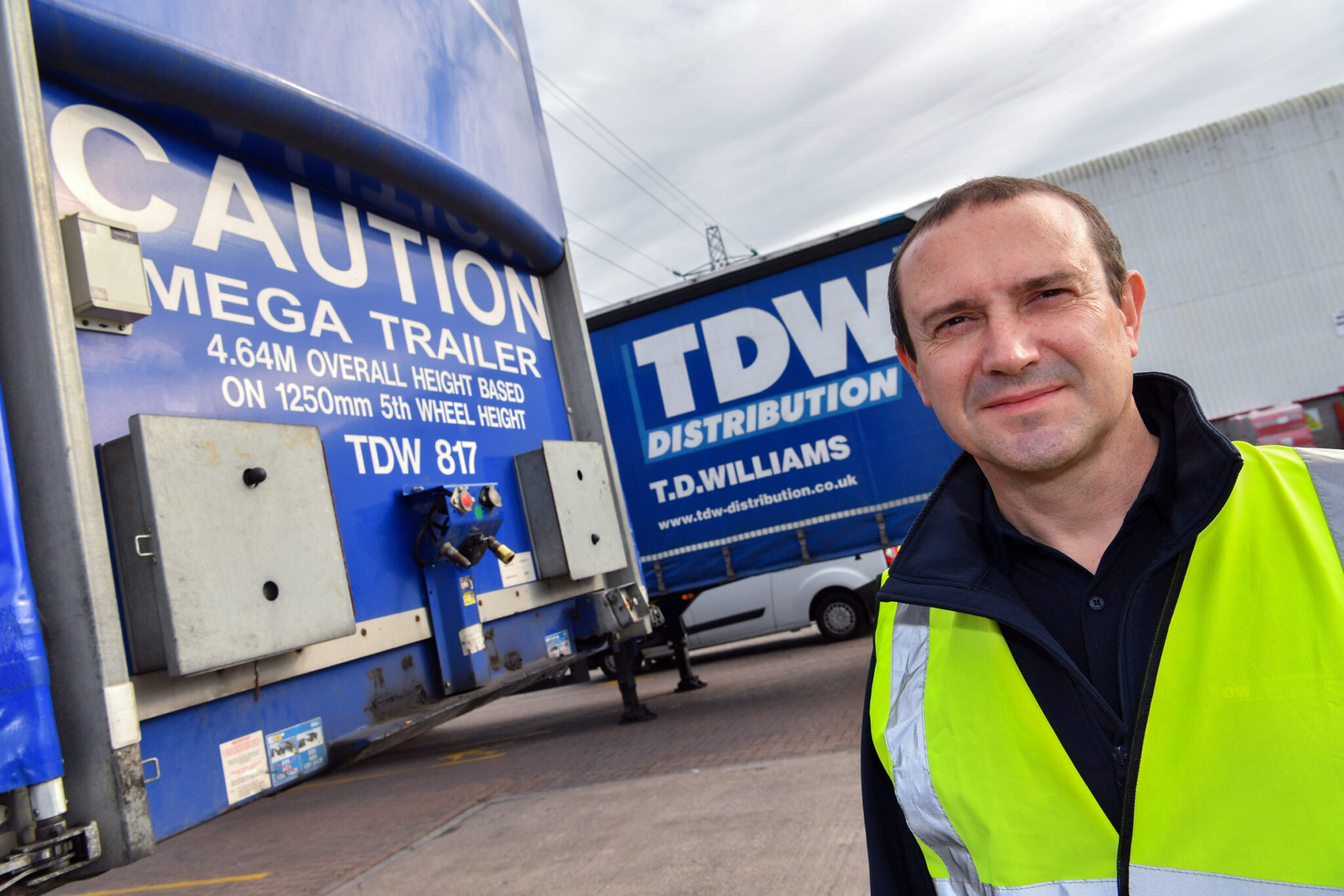 Robert Williams of TDW Distribution with the Mandata trailer tracking system.